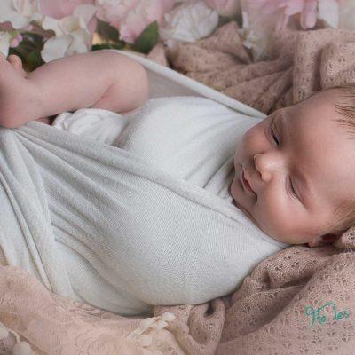 Mini séance faire part de naissance - Artsitique avec fleurs - Photographe naissance Paris